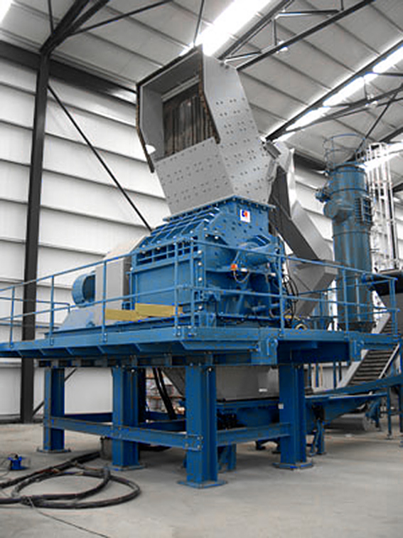 Shredder for recycling of SLF (Shredder Light Fraction) / ASR (Automobile Shredder Residue) / auto fluff - a material derriving from ELV (End of Life Vehicles)